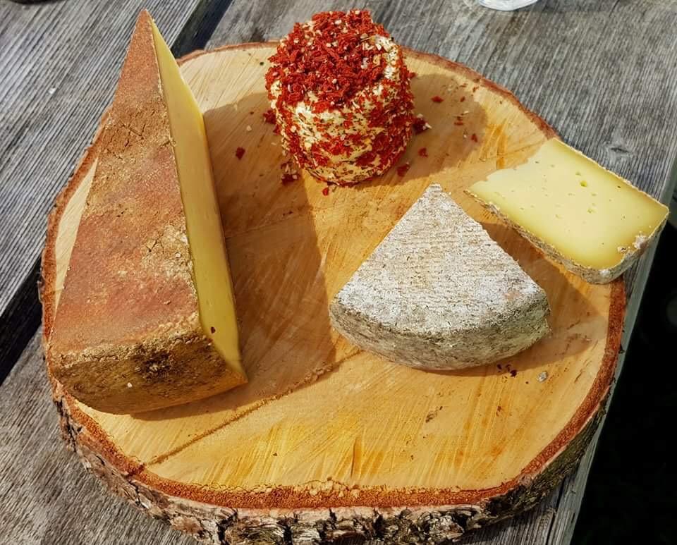 plateau de fromage de la ferme des Chalets d'Oche